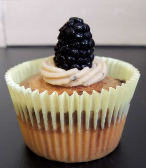 blackberry cupcake 2