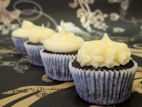 white ganache chocolate cupcakes