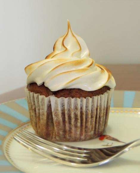 banana meringue cupcake