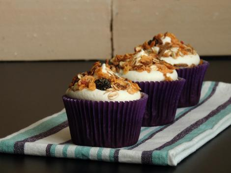 açai and muesli cupcakes