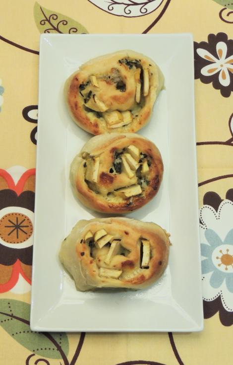 blue cheese and pear rolls