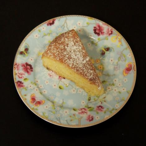 almond and lemon drizzle cake